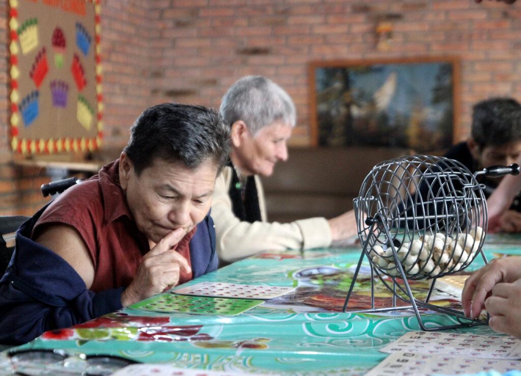 Zwei ältere Bewohnerinnen in Casa Eva